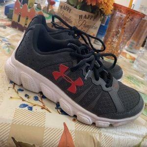 Under Armour Boys shoes